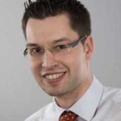Generali Schweiz ist Anfang letzten Jahres aus seinem Dornröschen-Schlaf wachgeküsst worden und hat sich dazu entschieden den Gap zwischen Legacy-Anwendungen und dynamischen Portalen mittels einer Connection Platform zu überbrücken. Dies ist nicht nur Technologie-Neuland welches man betritt, sondern das Team arbeitet erstmalig auch nach DevOps-Prinzipen und ist somit ein kompletter Mind-Change für eine traditionsreiche Versicherung.
